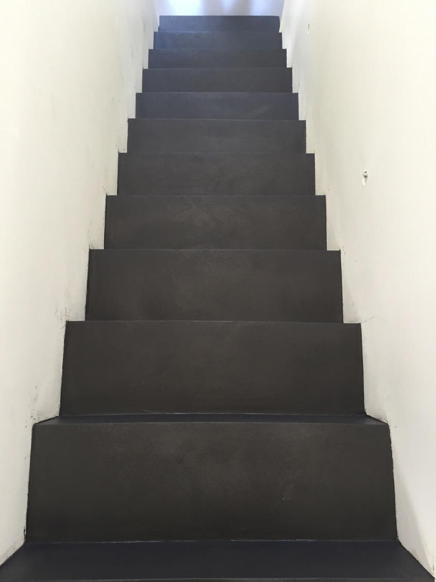 Béton ciré autolissant maison privée Pontoise Décaum escalier