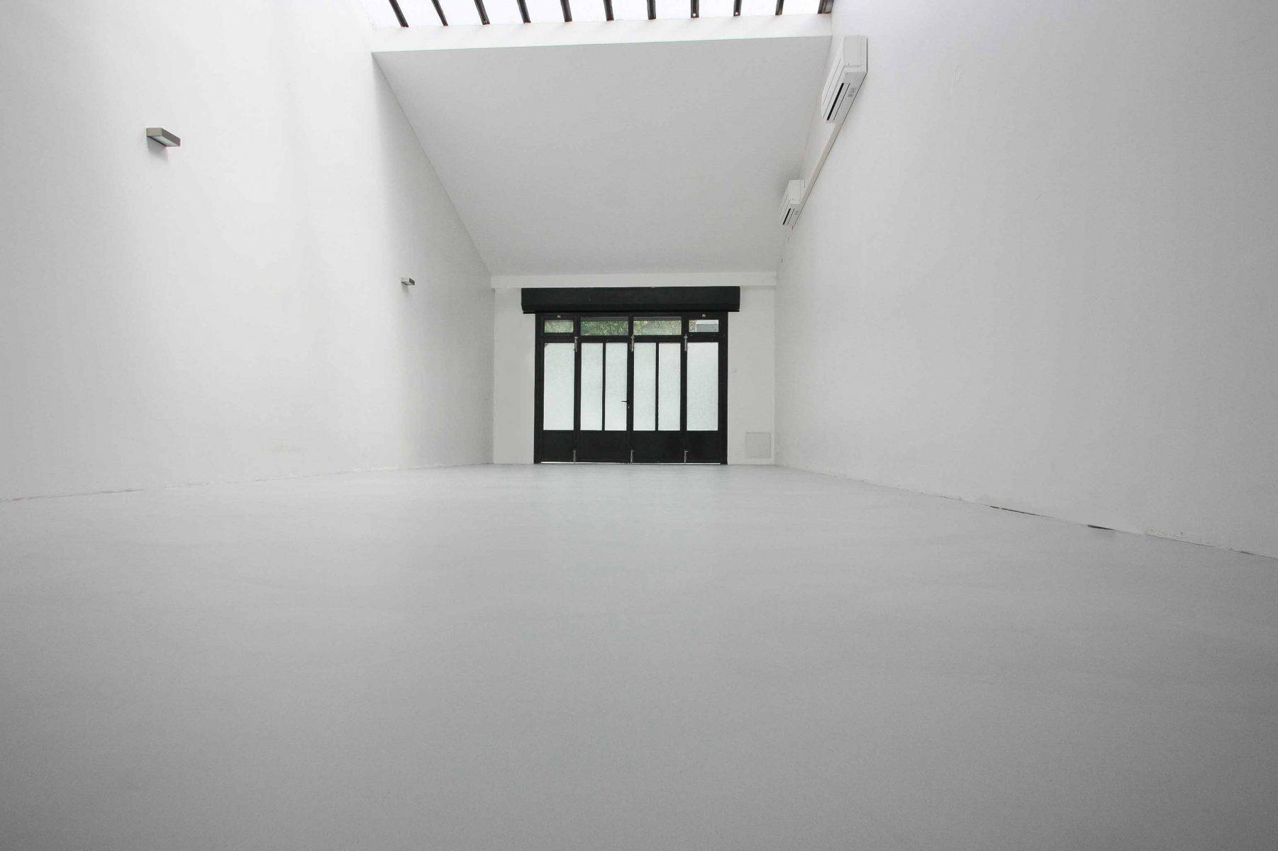 sol béton ciré taloché studio photo Décaum Paris
