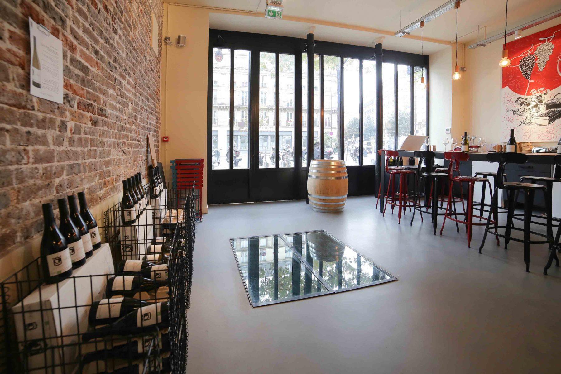 Sol béton ciré taloché Décaum Paris boutique Les Vignerons Parisiens