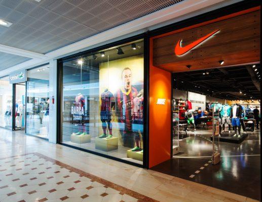 Réalisation d'un sol coulé sur 250 m2 pour une boutique Nike à Belle Epine par Décaum