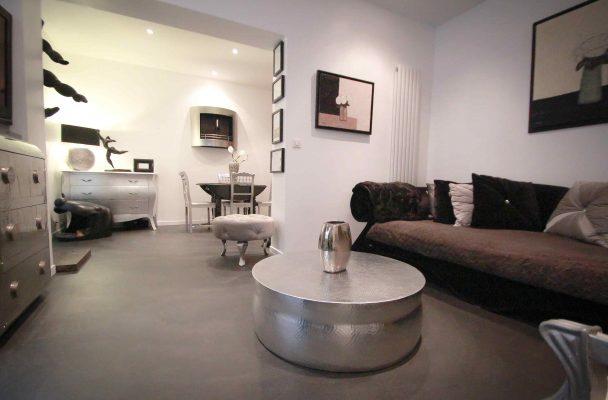 Salon béton ciré spatulé appartement Décaum Paris 15
